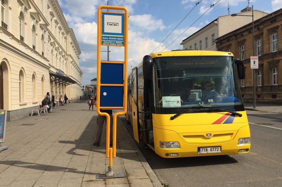 Kyvadlová autobusová doprava mezi Opavou a Hradcem nad Moravicí